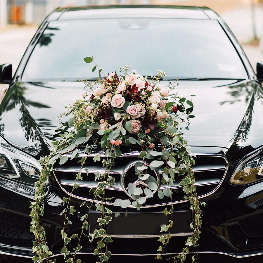 avto-s-voditelem-na-svadbu-izrial
