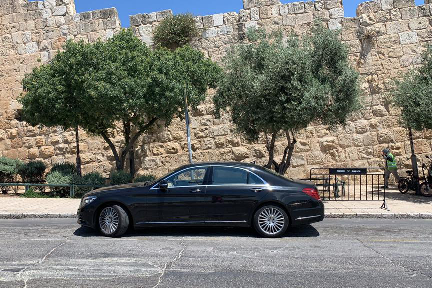 Car with a driver service in Israel